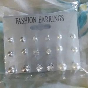 9Pair of Faux Pearl Stud Earings Set.
